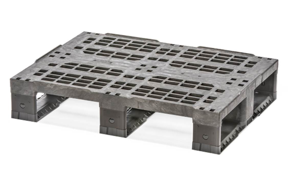 Half plastic pallet for retail / beverage industries